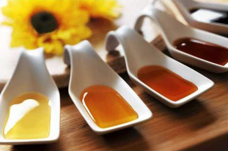 Different varieties of honey